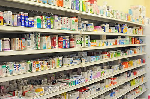 Полки в аптеках