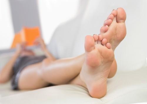 Потеют ноги - причины и лечение