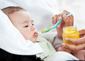 после введения прикорма у ребенка запор