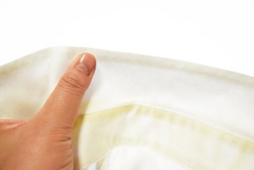 желтые пятна на белом белье