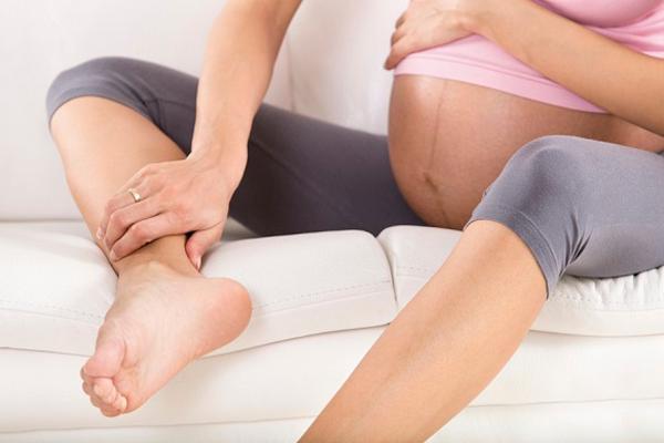 Отеки ног на поздней стадии беременности
