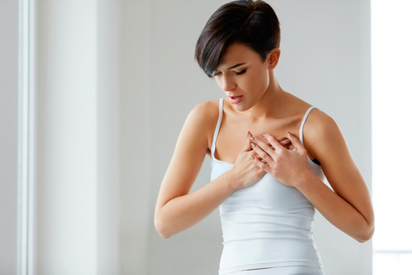 Боль в груди, как главный симптом мастопатии