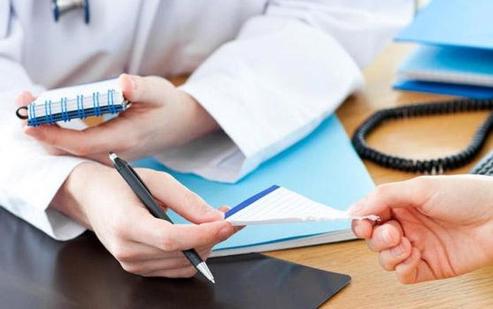 Назначаться врачом