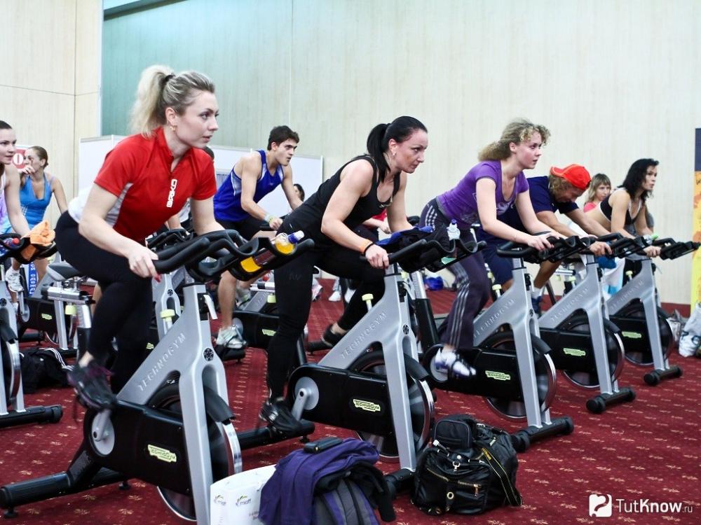 Интенсивность Занятий На Велотренажере Для Похудения. Велотренажер-польза, вред, похудение, потеря калорий, как и сколько заниматься…