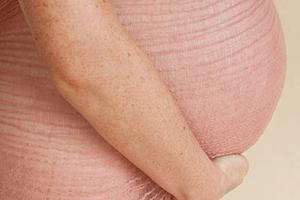 кал с кровью при беременности на ранних сроках