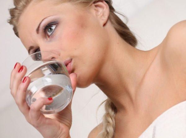 Чтобы убрать ком в горле, нужно пить много воды