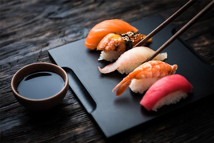 Сколько калорий в суши и можно ли есть роллы на диете при правильном ...